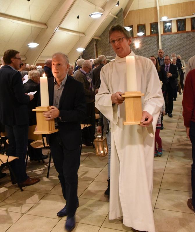 DSC_0237 Het verlaten van de Kerkzaal k